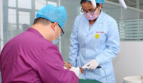 口腔医学专业学生主要学习口腔医学的基本理论和基本知识,受到口腔图片